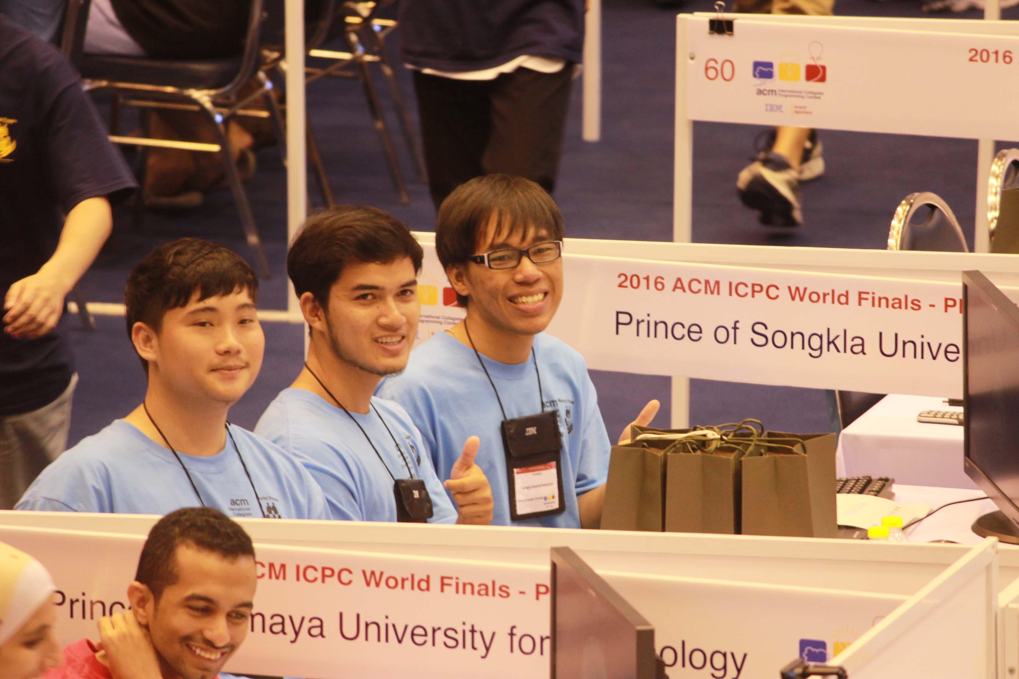2 ทีมนักศึกษา ม.อ. ในสนามการแข่งขัน