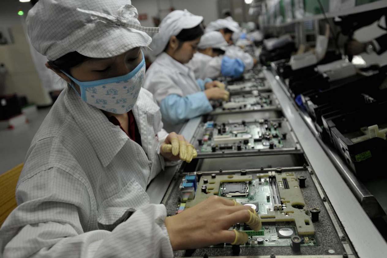 อีกไม่นาน พนักงานโรงงาน Foxconn เหล่านี้อาจถูกแทนที่ด้วยหุ่นยนต์จนหมด