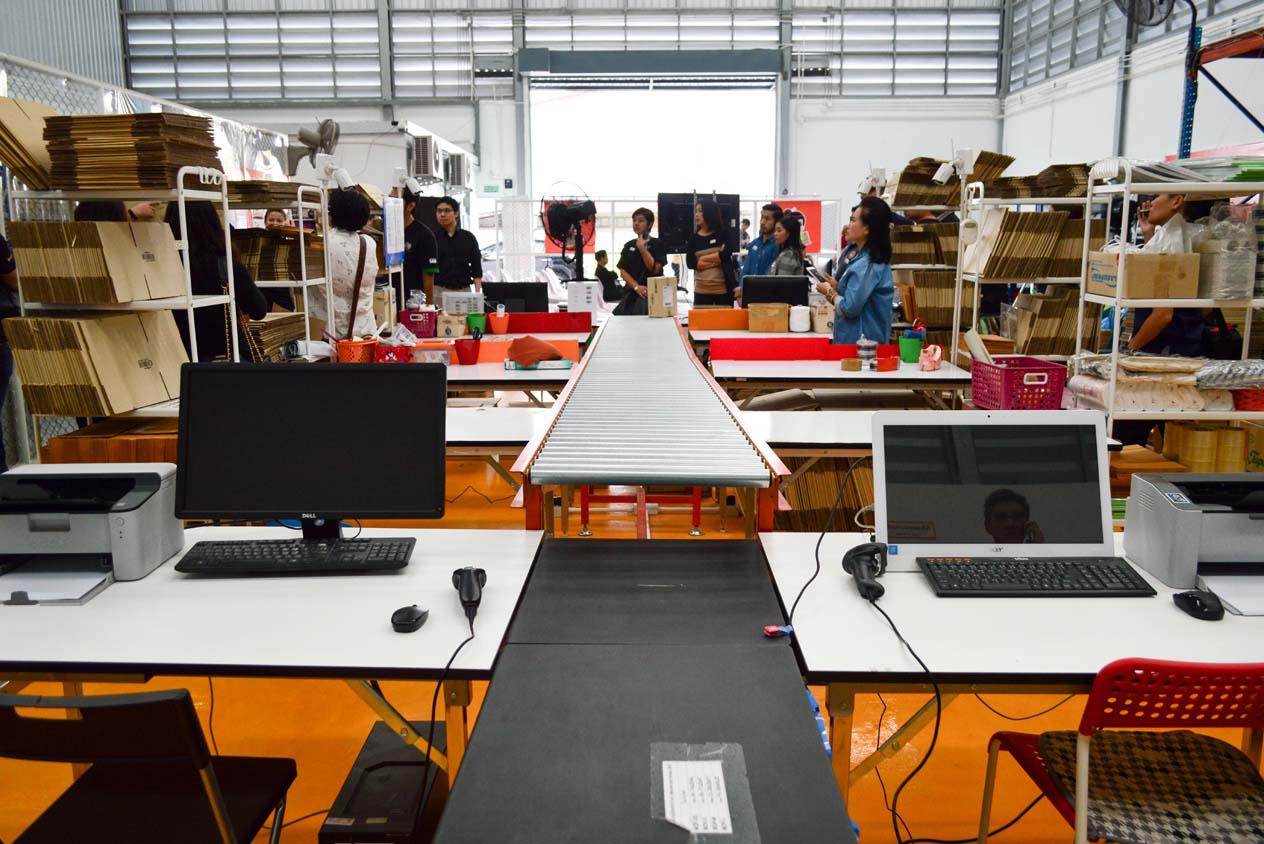 คลังสินค้าพร้อมบริการจัดส่ง ที่เป็นมากกว่าการขนส่ง โดย Sokochan (โซโกะจัง)